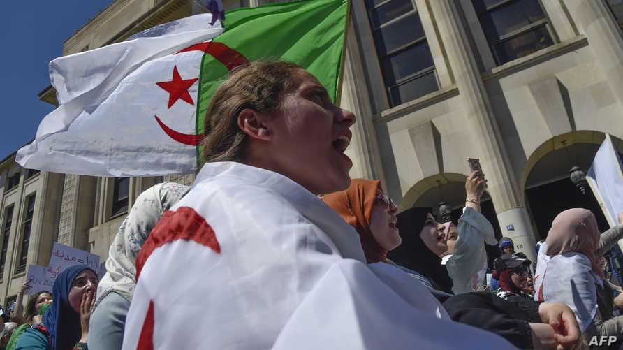 """تظاهرة طلابية في الجزائر للمطالبة بإسقاط """"النظام"""""""