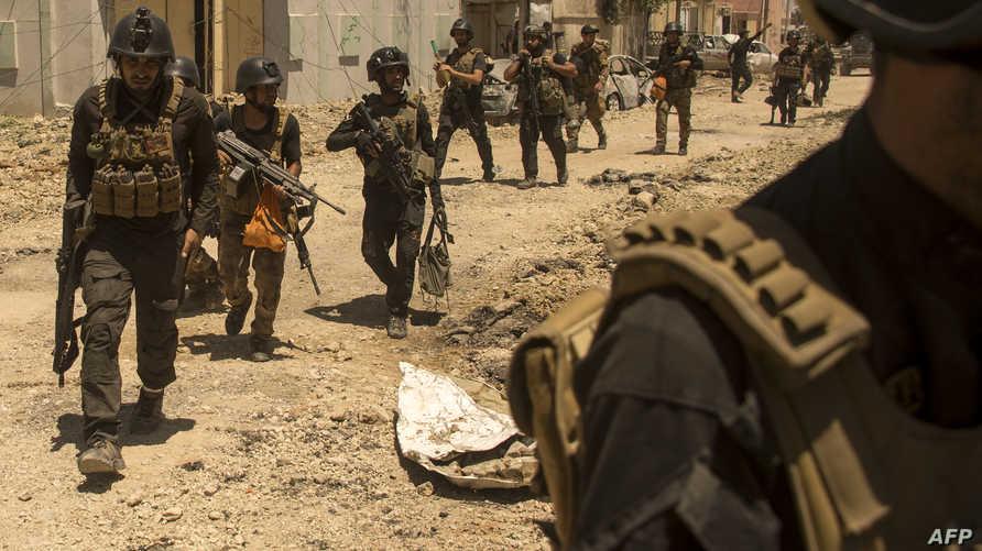 جنود عراقيون أثناء توغلهم في أحياء غربي الموصل