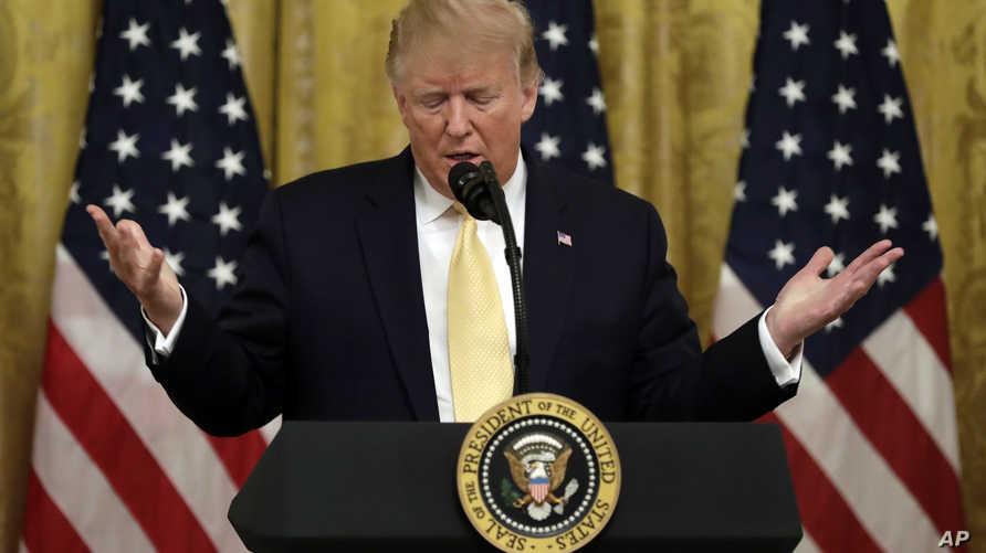 """الرئيس الأميركي دونالد ترامب يتحدث خلال """"قمة"""" نظمها البيت الأبيض لنقاش """"انحياز مواقع التواصل"""" ضد الأصوات المحافظة"""