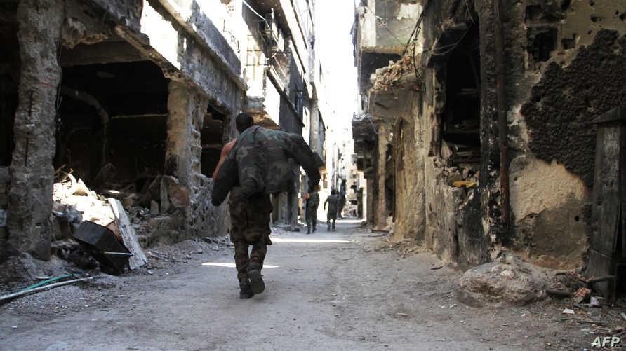 دمار في إحدى المناطق في مخيم اليرموك - أرشيف