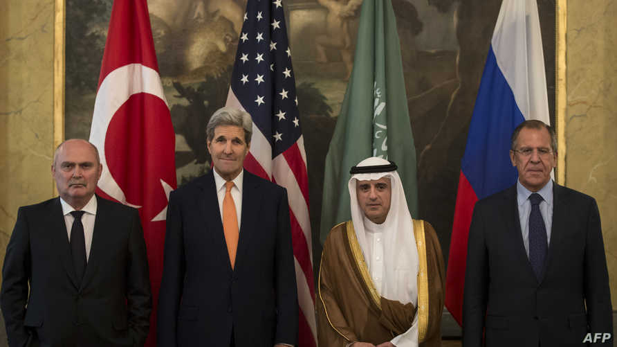 الوزراء الأربعة في مكان عقد المحادثات في فيينا