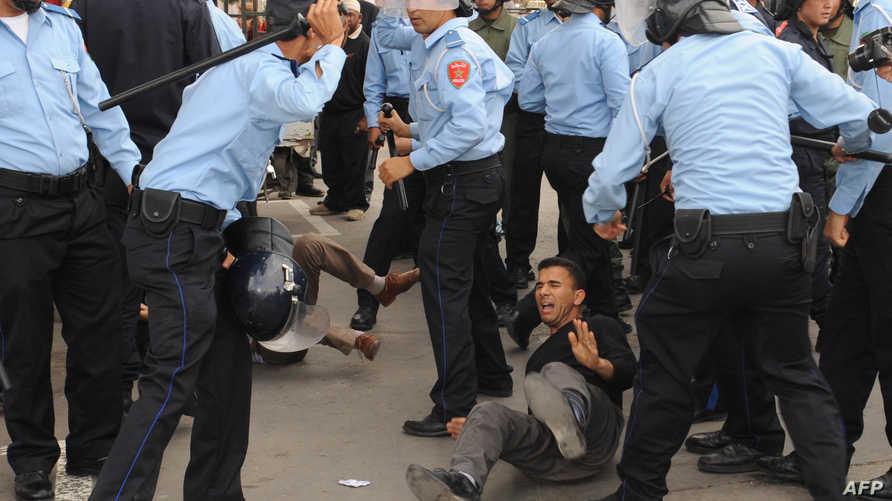قوات الأمن المغربية تعنف متظاهرين يوم الأحد في الرباط