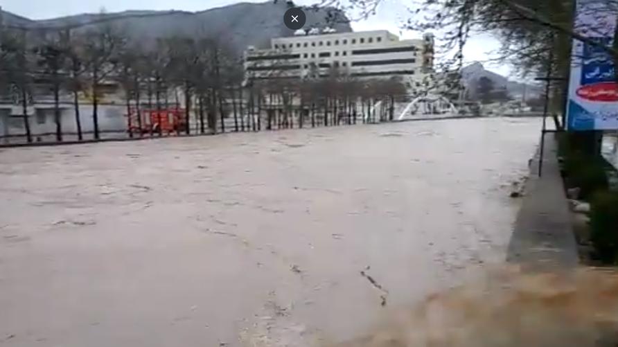 جانب من السيول في مدينة خرم آباد