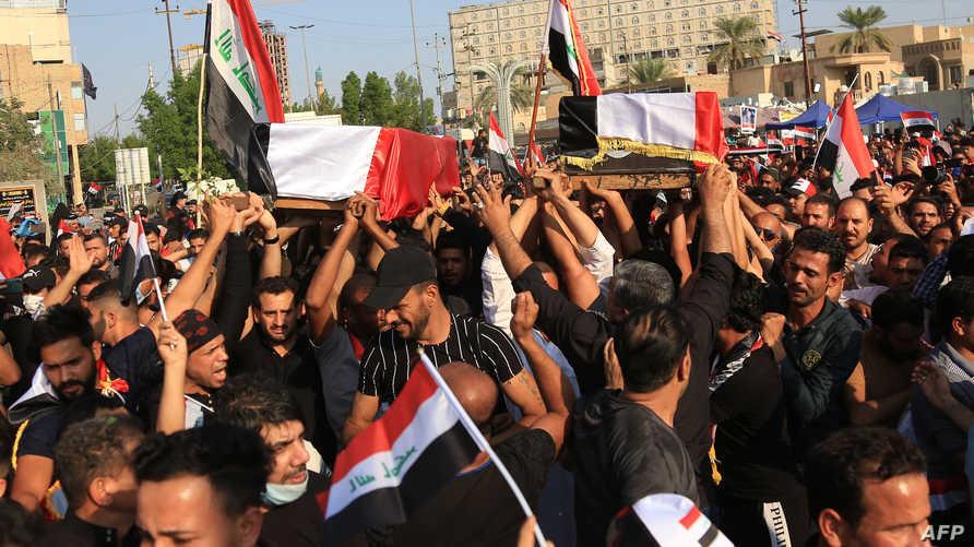 عراقيون يشيعون المتظاهرين الذين قتلوا خلال الاحتجاجات أمام القنصلية الإيرانية في كربلاء