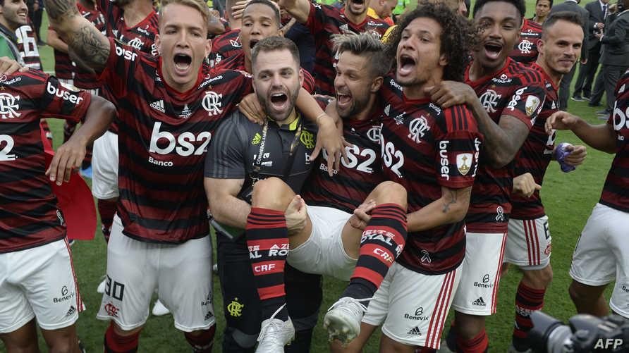 لاعبو فلامنغو يحتفلون بإحراز اللقب