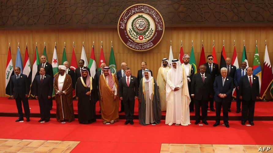 الزعماء العرب في صورة جماعية أثناء القمة العربية في البحر الميت في آذار 2017