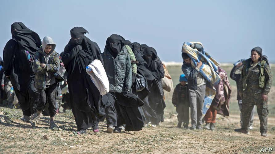 عائلات المتشددين تفر من آخر معاقل داعش في سوريا