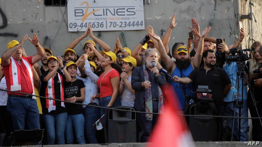 مارسيل خليفة في مدينة طرابلس يغني وسط المتظاهرين - 20 أكتوبر 2019