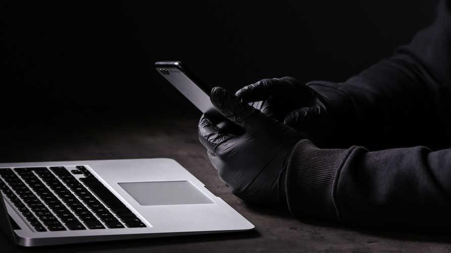 بعد اختراق هواتف ناشطين مصريين.. كيف تحمي نفسك من التجسس؟