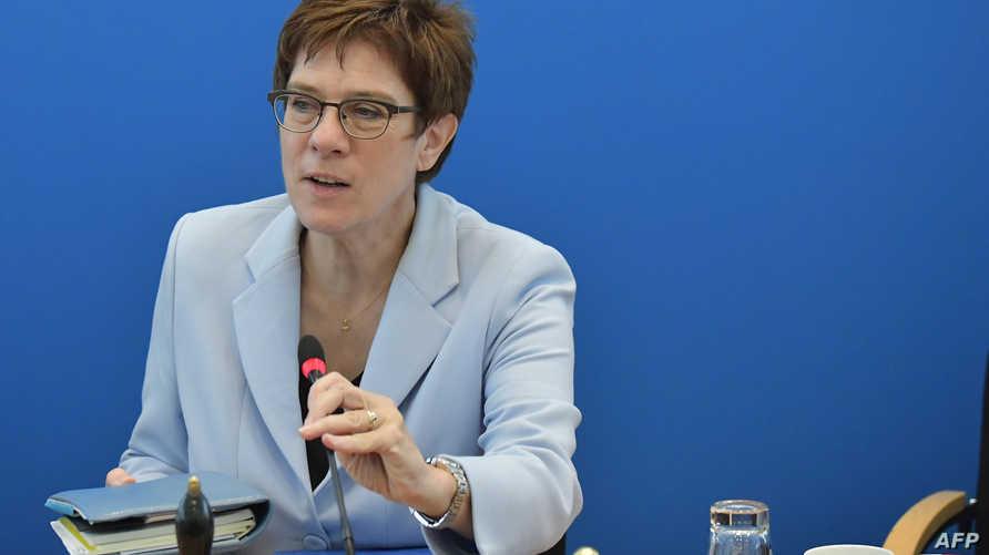 وزيرة الدفاع الألمانية إنغريد كرامب كارينباور