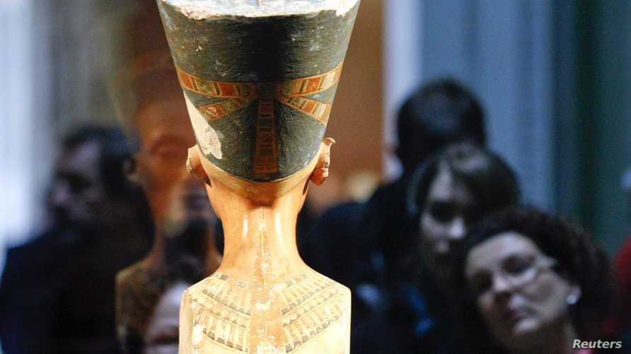 تمثال نفرتيتي معروضا في المتحف الجديد في برلين