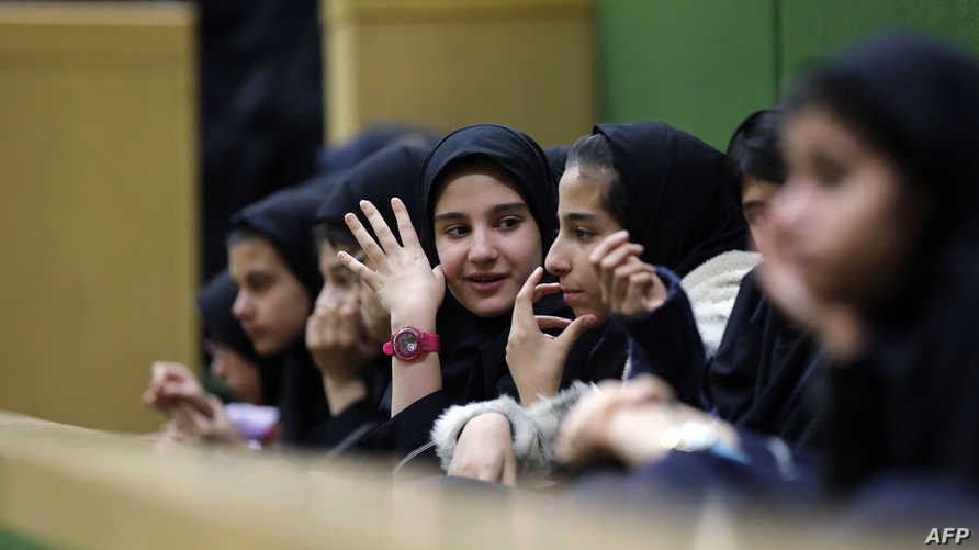 طالبات مدرسة في إيران - أرشيف
