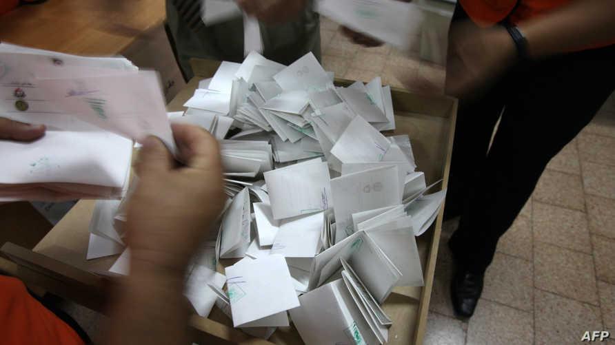 فرز أصوات انتخابات سابقة في رام الله