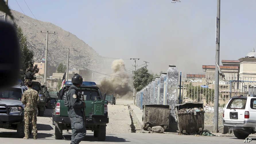 الدخان يتصاعد خلال المواجهات في كابل