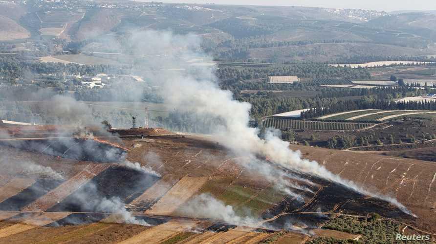 تصاعد دخان القذائف الإسرائيلية على قرية مارون الراس بالقرب من جنوب لبنان-1 سبتمبر 2019