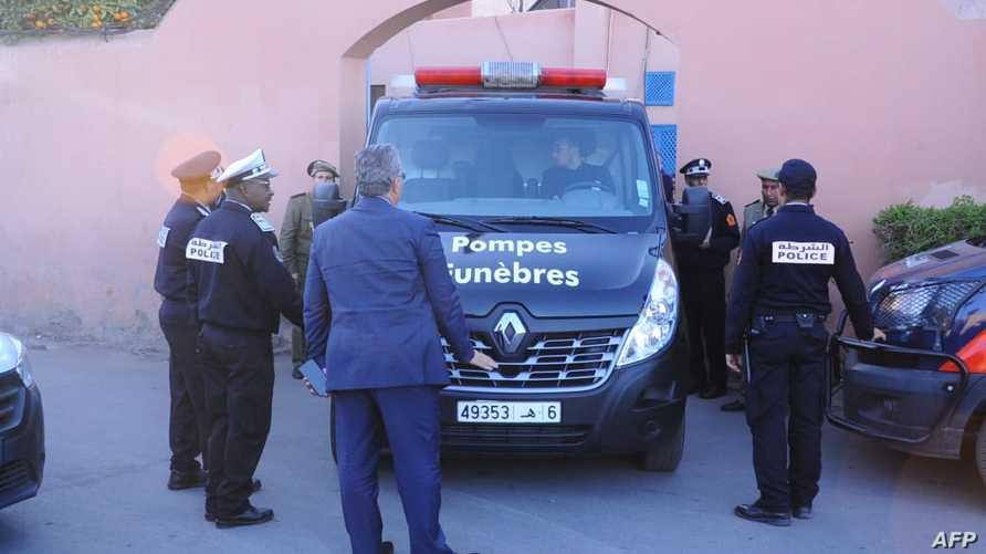 سيارة نقل أموات تقل جثماني السائحتين من مراكش نحو المطار
