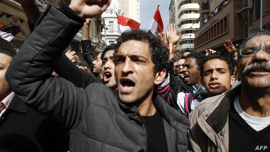 الفنان عمرو واكد في مظاهرة ضد نظام مبارك في العاشر من فبراير 2011 في ميدان التحرير بالقاهرة
