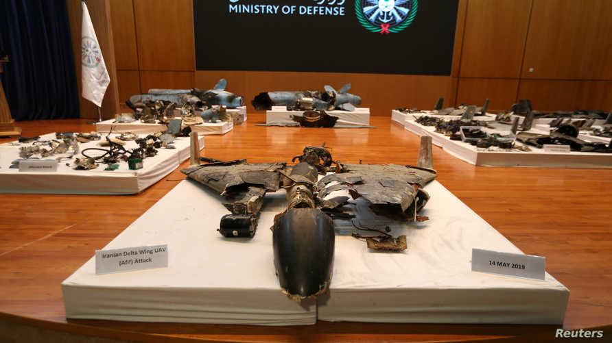 بقايا الصواريخ والطائرات المسيرة التي استهدفت منشأتي أرامكو حيث عرضتها وزارة الدفاع السعودية في مؤتمر صحفي