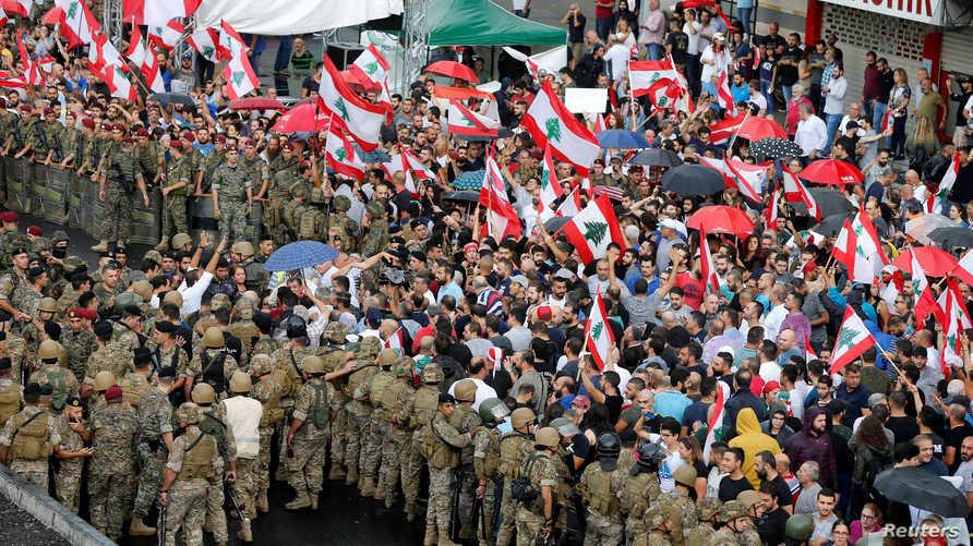 مظاهرات حاشدة يشهدها لبنان منذ نحو أسبوعبن.