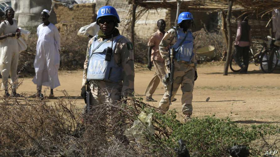 جنديان من قوات حفظ السلام في دارفور