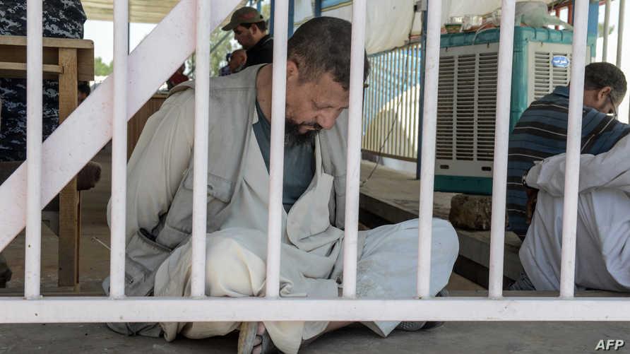 معتقل يشتبه في انتمائه لتنظيم داعش في العراق