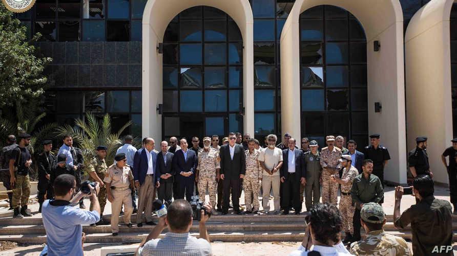 رئيس حكومة الوفاق الليبية فايز السراج وأعضاء بحكومته في زيارة لسرت
