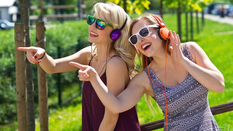 دراسة: وجود الكثير من الأصدقاء في حياة الشخص يمكن أن يكون أفضل من المورفين