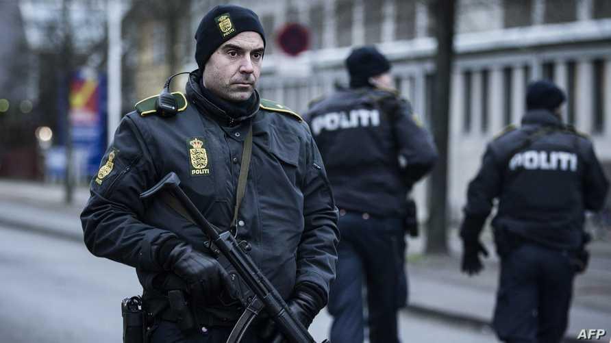 رجال شرطة في أحد شوارع كوبنهاغن