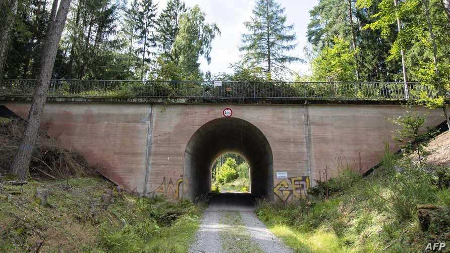 جسر من بقايا الطريق السريع من الحقبة النازية