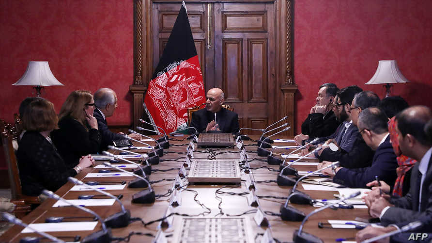 الرئيس الأفغاني أشرف غني يجتمع بالمبعوث الأميركي إلى أفغانستان زلماي خليل زاد