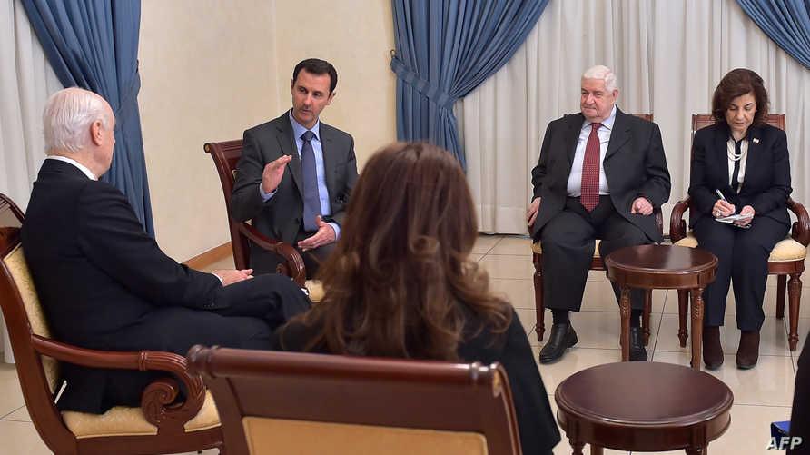 لقاء سابق بين دي ميستورا ومسؤولين سوريين