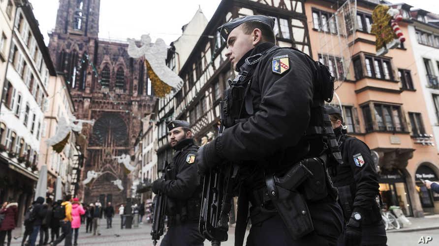 عناصر في الشرطة الفرنسية في ستراسبورغ