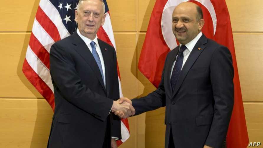 وزير الدفاع التركي فكري إشيق ونظيره الأميركي جيمس ماتيس