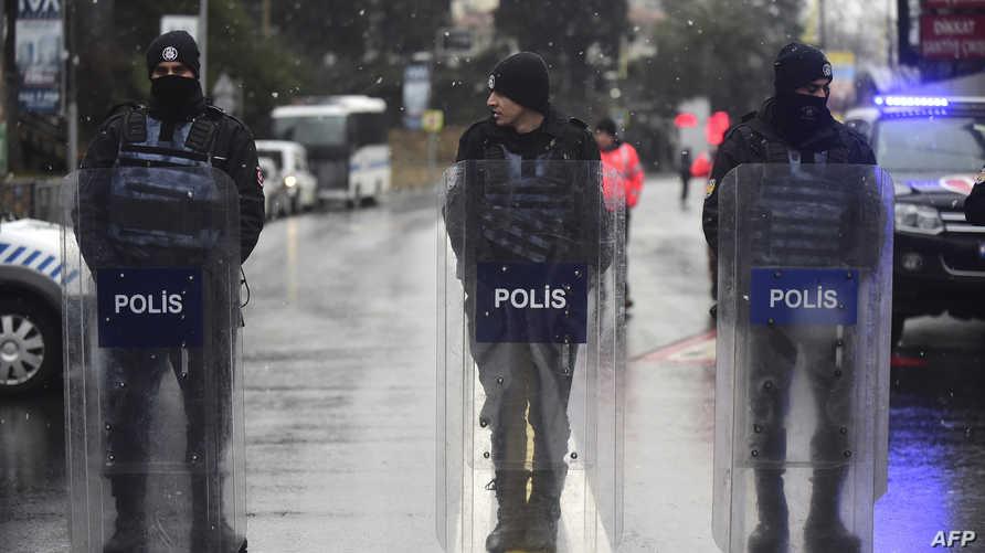 عناصر من الشرطة التركية في اسطنبول