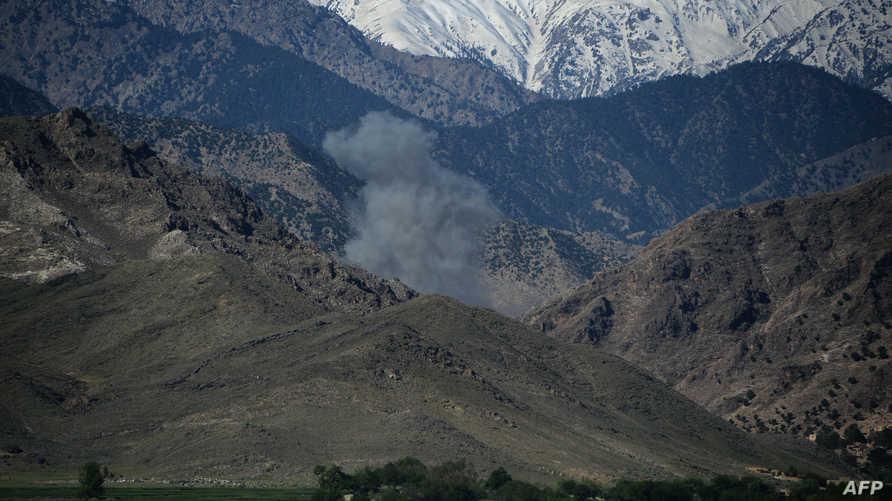 الدخان يتصاعد خلال عمليات ضد داعش في منطقة أتشين