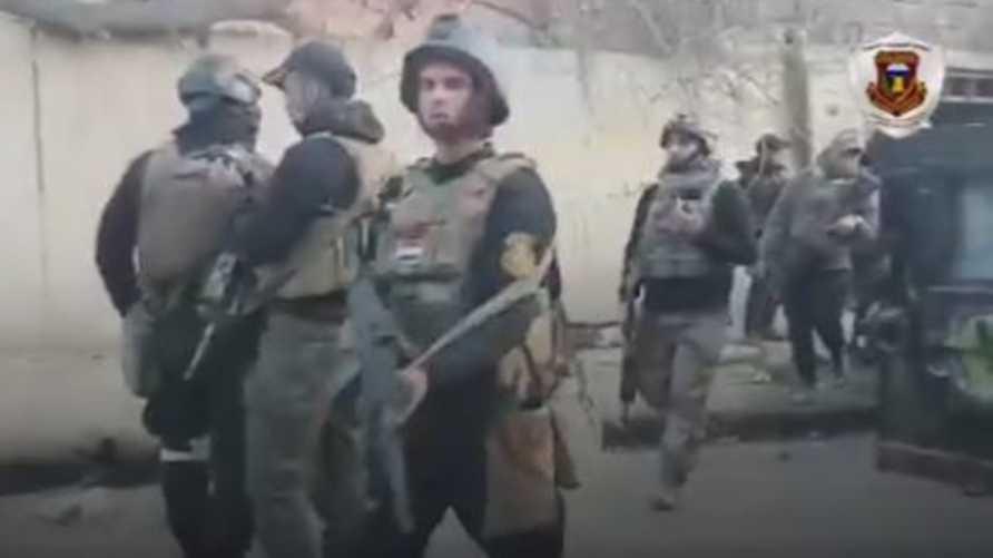 عناصر من جهاز مكافحة الإرهاب غربي الموصل أثناء ملاحقتهم لقناصي داعش