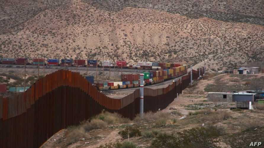 جانب من الجدار الحدودي الأميركي مع المكسيك