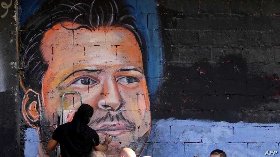 جدراية للشاب علاء أبو فخر، الذي قتل بعد مقابلة رئيس الجمهورية ميشال عون، يرسمها في طرابلس اللاجئ الفلسطيني غيث الروبة، الذي لجأ إلى لبنان من سوريا