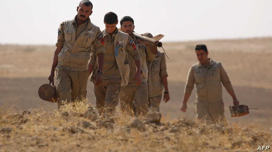 عاملون في إزالة الألغام في محافظة الحسكة السورية - أرشيف