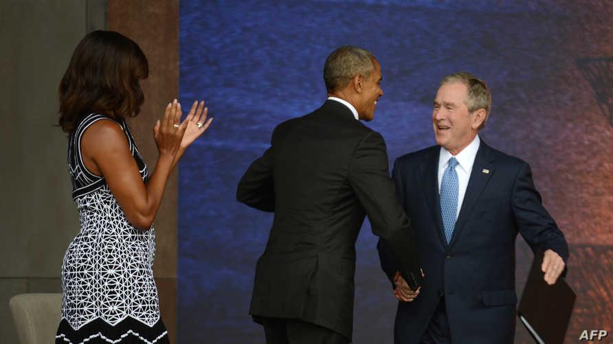 بوش يصافح أوباما - أرشيف