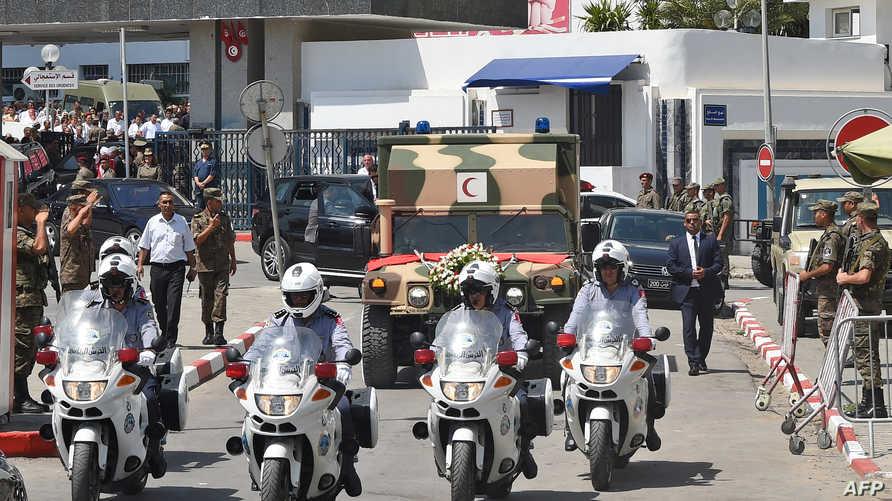 موكب رسمي يحمل جنازة السبسي