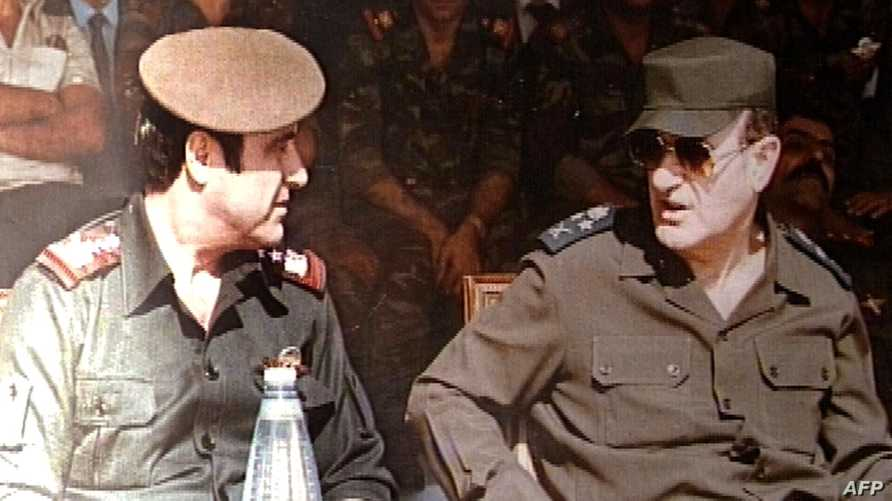 رفعت الأسد مع شقيقه الرئيس السوري الراحل حافظ الأسد، أرشيف