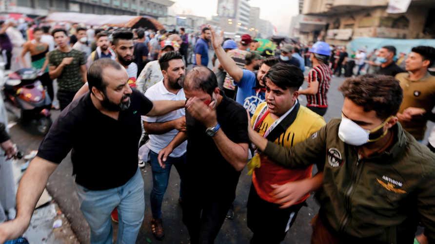 متظاهر عراقي جريح بعد اشتباكات مع قوات الأمن
