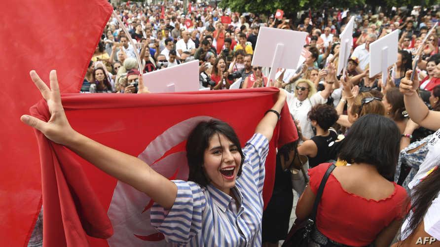 تونسيات يطالبت بتحسين أوضاعهن