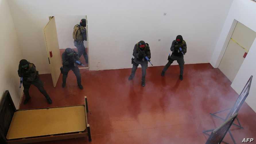 الجهات الأمنية في الأردن شددت من إجراءاتها لمكافحة الجماعات المتشددة.