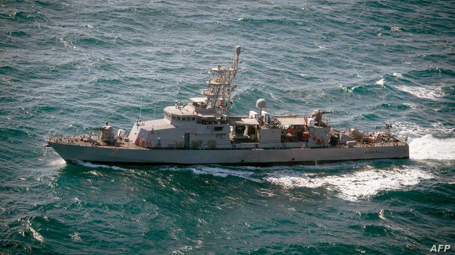 بارجة أميركية أطلقت أعيرة نارية تحذيرية بعد اقتراب سفينة إيرانية منها