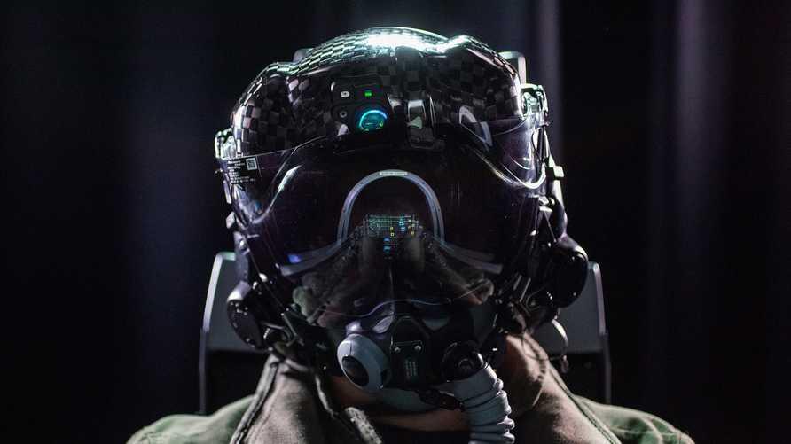 """القوات الجوية الأميركية عثرت على حل لتعديل الخطأ في خوذ مقاتلات """"F-35"""""""