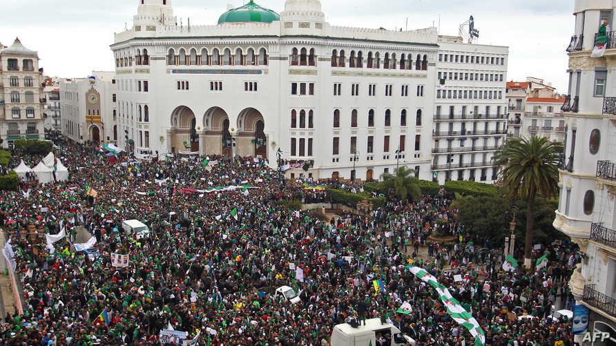 البريد المركزي بالعاصمة تحول إلى مركز للاحتجاجات