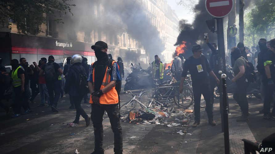 اشتباكات بين متظاهري السترات الصفراء وقوات الشرطة