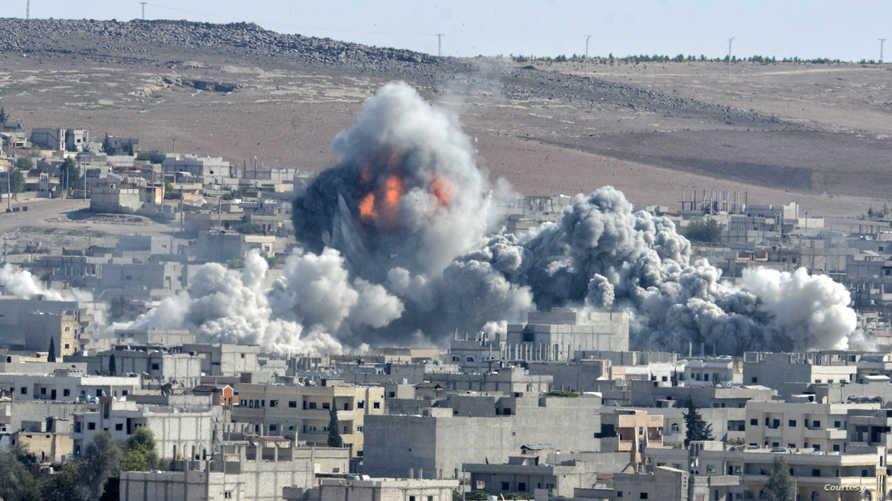 غارة للتحالف الدولي ضد داعش في كوباني (أرشيف)